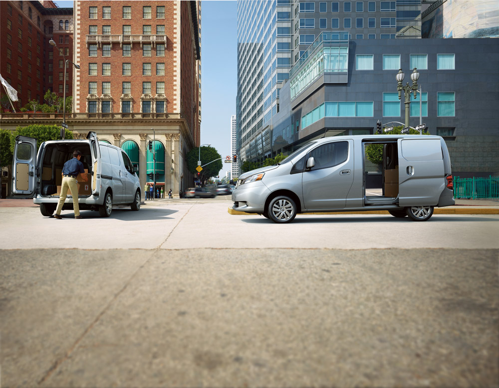 Nissan Works with FedEx to Test e-NV200's Delivery Potential